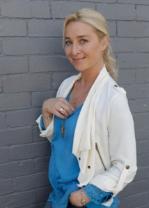 Asher Keddie plays Dr Nina Proudman in Offspring.